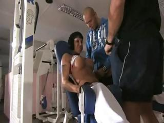 busty d like to fuck double penetrated at the gym