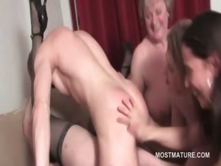 mature hot babe cunt screwed to orgasm in group
