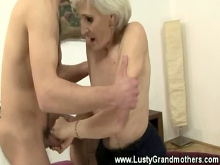 non-professional old granny getting pussylicked