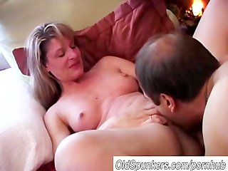 very sexy mature amateur likes to fuck