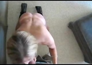 hot wife gives oral pleasure