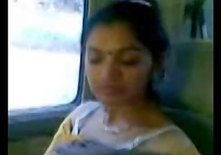 smart mature indian aunty boobs show in car