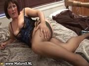 mature mama in hawt black stockings
