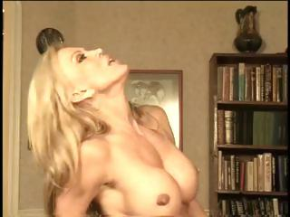 hot mature cougar amber lynn getting in