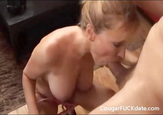 cougar gives a great oral sex