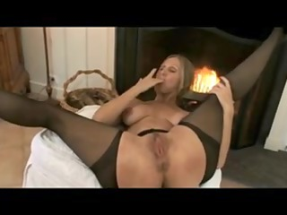 older mommy nylons & hard sexy nipps