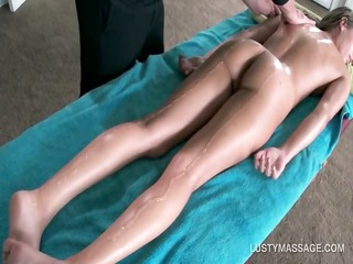 hawt chick gets naked body massaged with oil