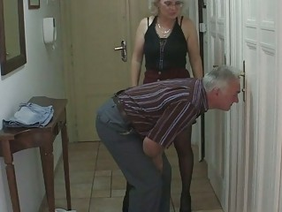 bf caught his gf with her old mamma and dad