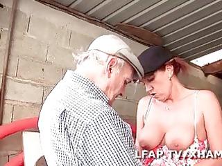 older francaise sodomisee dans un gangbang avec