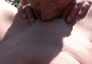 old stud licking pussy of my wife at asserbo beach