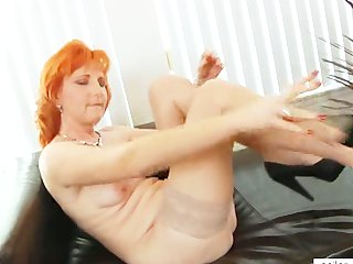 redhead mommy dildos curly pussy