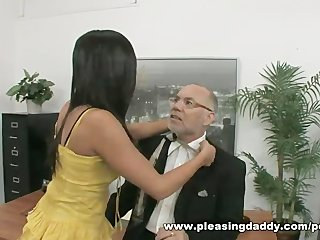 young doxy fucks mature boss to receive the job