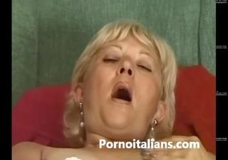 matura italiana si masturba - italian aged