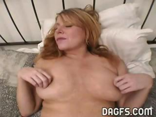 milf gets her butthole stretched