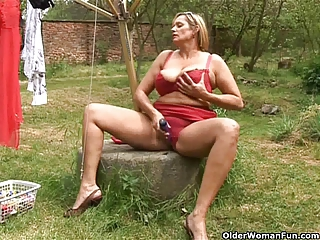 chunky mature housewife with big tits masturbates