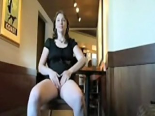 mature babe shows twat in public